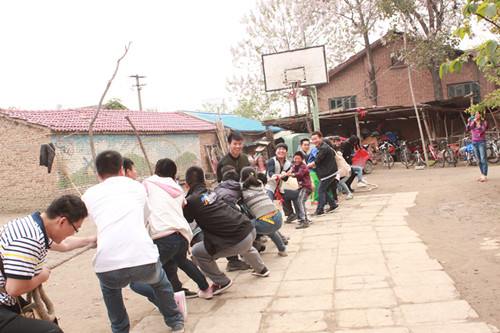 体育学院学生会赴爱德孤儿院1.jpg