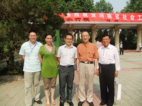 我校教师与中国社会工作教育协会副会长徐永祥合照留念_副本.png
