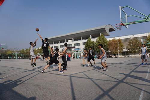 1027经管学院篮球比赛1.jpg