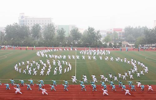 十一届田径运动会表演八卦扇子舞.jpg
