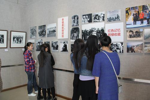 0323现代艺术学院摄影展.jpg
