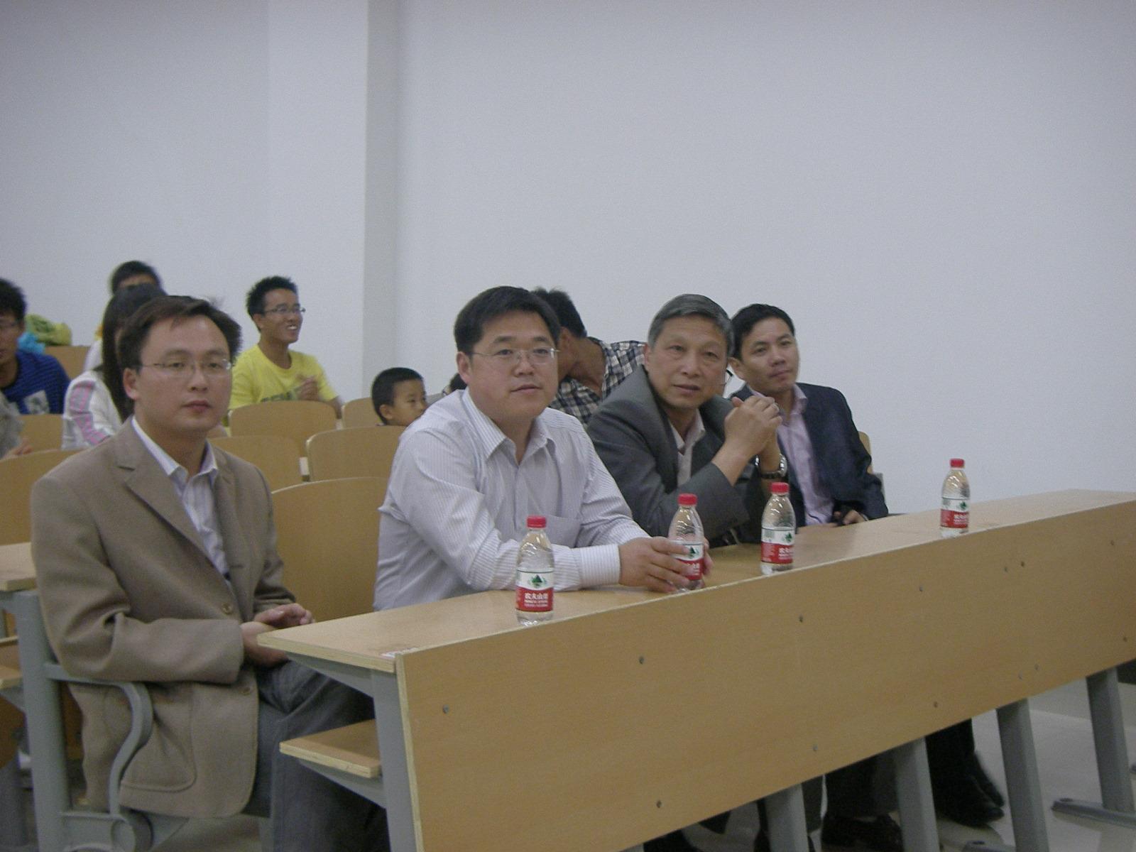 校团委副书记沈振华、曾凯在晚会现场.JPG