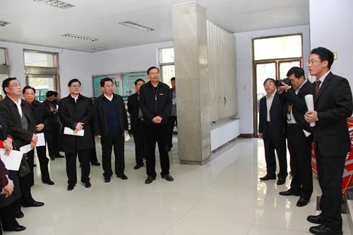 13年11月11日省人大领导到化学化工学院视察.jpg