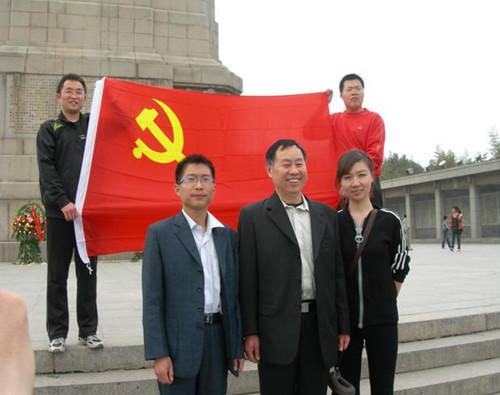 李林书记与新党员柴晓辉、赵嫚同志_副本.jpg