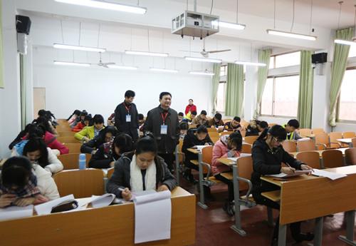 0111校领导视察考场程书记.jpg